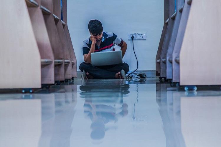 ఒకే సెల్లో 30 మంది...అమెరికా జైలులో తెలుగు విద్యార్థుల దీన గాథ