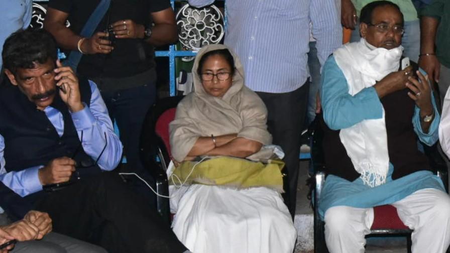 బెంగాల్ వర్సెస్ సీబీఐ : కేంద్రానికి గవర్నర్ నివేదిక