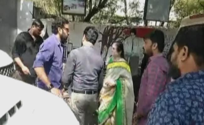 జీహెచ్ఎంసీ vs నందమూరి హీరో
