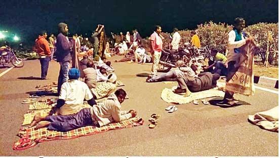 నిజామాబాద్లో రైతు పోరు ఉధృతం...అర్ధరాత్రి సమయంలో అన్నదాతల అరెస్ట్