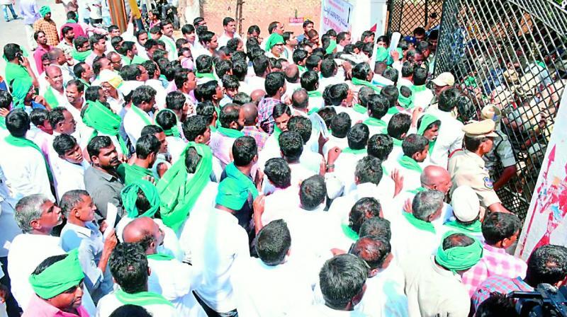 అందరి చూపు నిజామాబాద్ వైపే...ఇప్పటిదాకా ఒక్క రైతు మాత్రమే నామినేషన్ను...