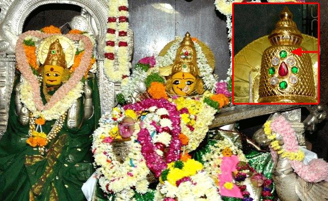 బాసర సరస్వతి అమ్మవారి కిరీటంలో వజ్రం మాయం