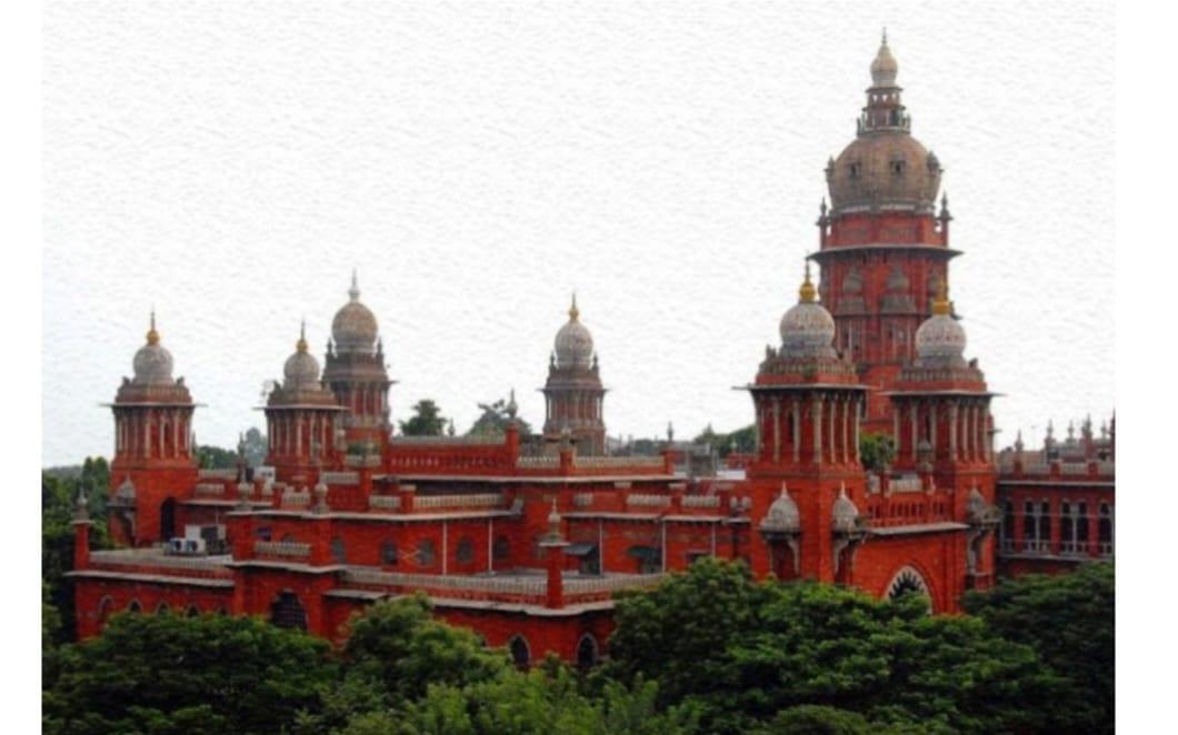 అవినీతి అధికారులను దేశద్రోహులుగా ప్రకటించాలి: మద్రాస్ హైకోర్టు