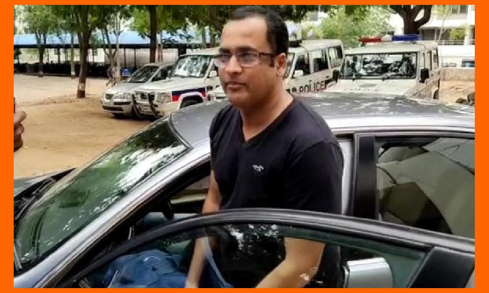నటుడు శివాజీ పాస్ పోర్ట్ సీజ్.. 11 న విచారణకు హాజరు కావాలని ఆదేశం